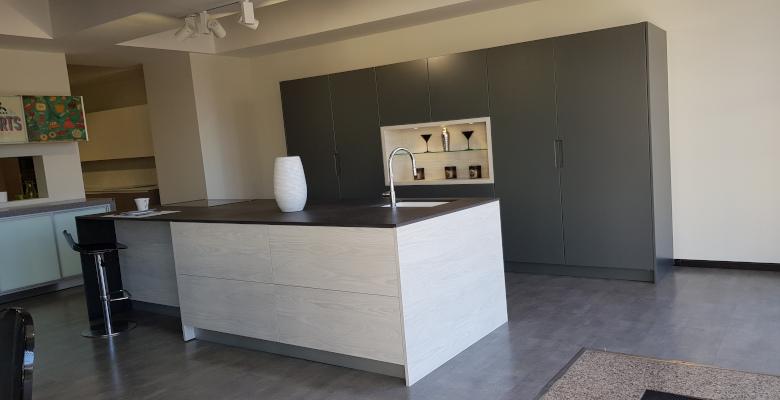 Diseño de cocina en tono gris