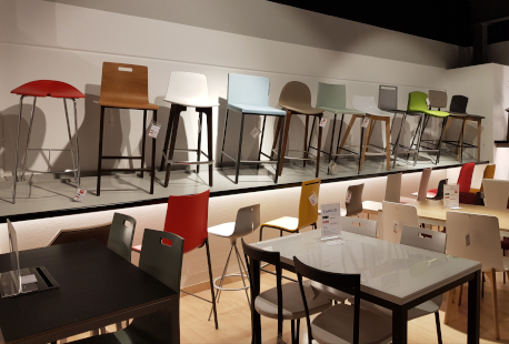 Mesas y sillas en Multisilla